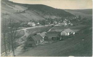 Obr. 2a: Pohled na Kajlovec a rodný dům Jana Přibyly na počátku 20. století